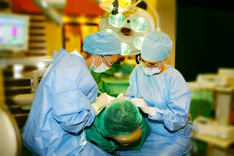 Dr Laskus w gabinecie stomatologicznym