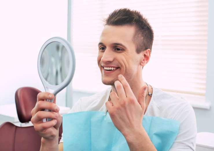 Odsłonięte szyjki zębowe – co możesz zrobić z tym problemem?
